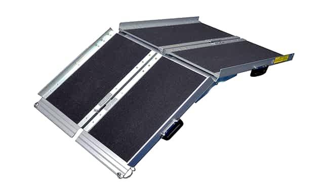 Deux rampes valise partiellement pliées