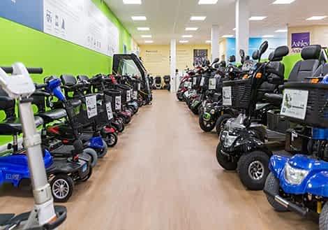 Scooters senior et handicapé dans un showroom KingMobilité