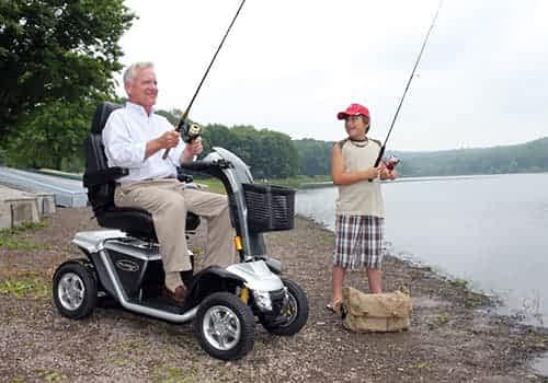Apercu des Accessoires et Equipements pour l'acces et la maintenance courante pour Scooter Electrique Loisir ou Senior, Handicape et a Mobilite Reduite
