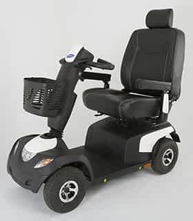 Scooter électrique de mobilité réduite et handicapé Invacare Comet en blanc