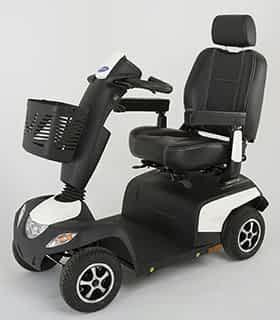 Scooter électrique de mobilité réduite et handacpé Invacare Orion en blanc