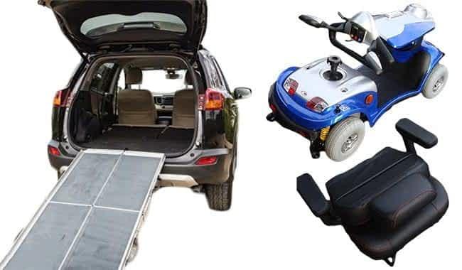 Scooter électrique pour senior et handicapé Kymco Agility en bleu rabattu devant un break muni d'une rampe