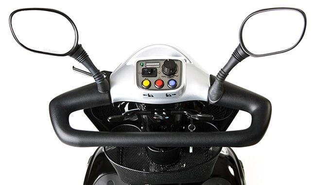 Guidon, tableau de bord et rétroviseurs du scooter de mobilité réduite Kymco Midi XLS