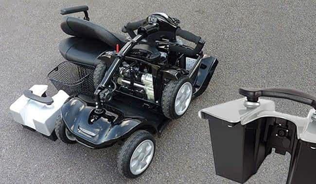 Le scooter électrique médical Kymco Mini LS entièrement démonté et le pack batterie amovible