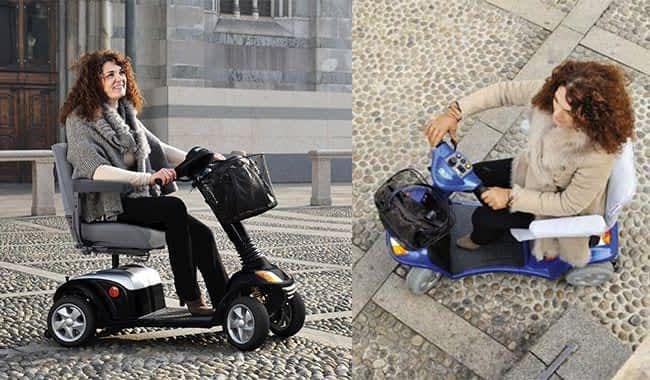 Scooter électrique handicapé Kymco Super avec femme sur une place en pavé